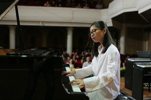 Vì sao nên đến lớp dạy đàn piano?