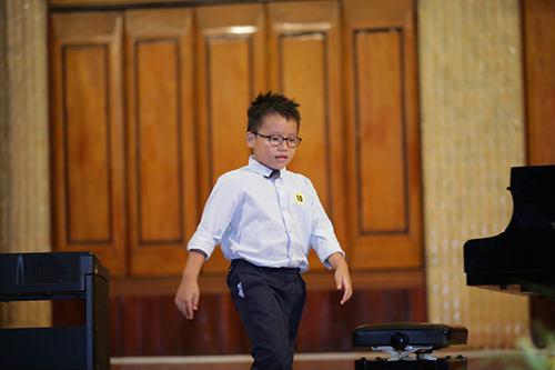 dạy đàn piano cho bé 4 tuổi