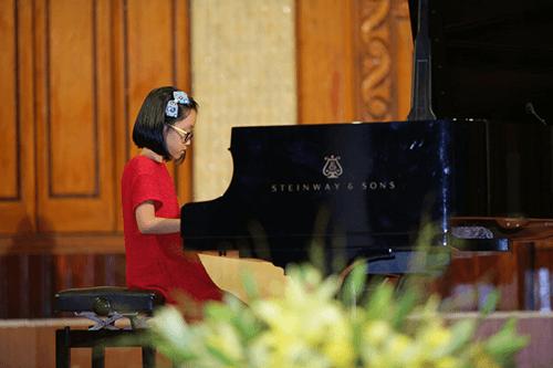 Trẻ được học những gì từ lớp dạy hoc dan piano can ban?
