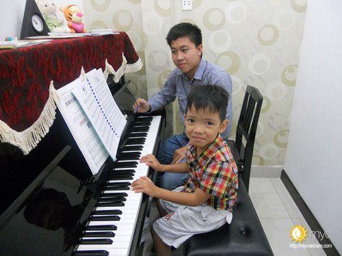 Lớpdạy đàn piano cho trẻ emgiúp cân bằng cảm xúc
