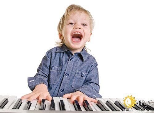 Lớpdạy đàn piano trẻ emgiúp bé tăng sự khéo léo