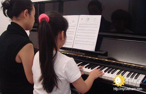 Lớp học cảm thụ âm nhạc cho trẻ em