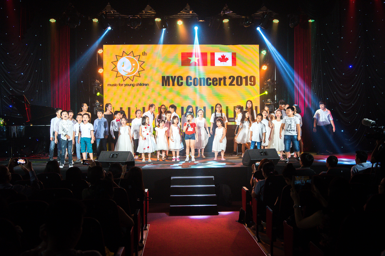 Hình ảnh biểu diễn Piano nghệ thuật chào năm mới 2019 MYC Việt Nam